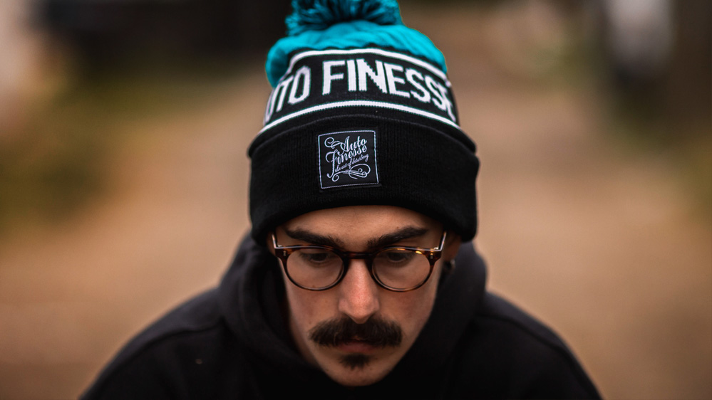 auto-finesse-bobble-knitted-beanie-1