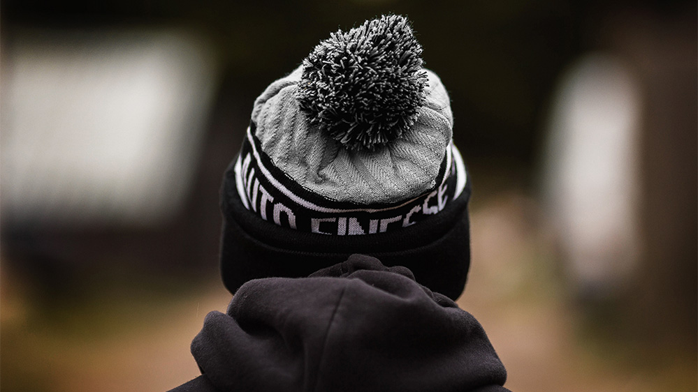 auto-finesse-bobble-knitted-beanie-3